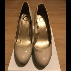 G by Guess Cream/Tan Heels
